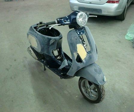 Scooter vespa voor spuitwerk